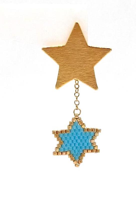 Aretes topo estrella,  en bronce con baño en oro de 24 kilates, tejidos en técnica de Miyuki. herrajes en dorado.
